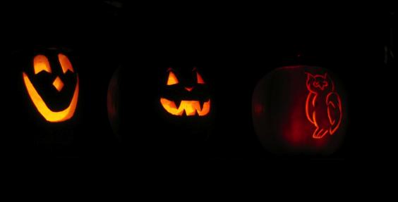 Jack-o-lanterns lit up in the dark